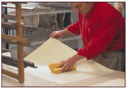 Обработка бумаги алюмокалиевыми квасцами