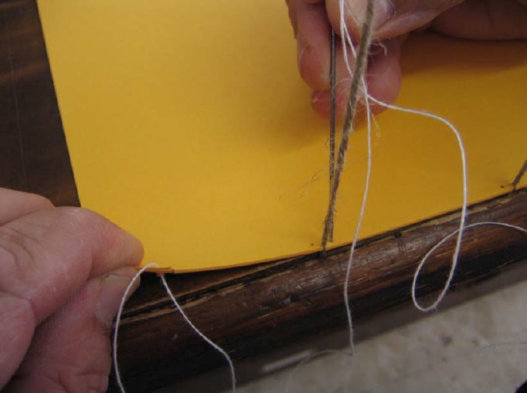 Шитье одиночных листов на шнуры с имитацией тетрадей