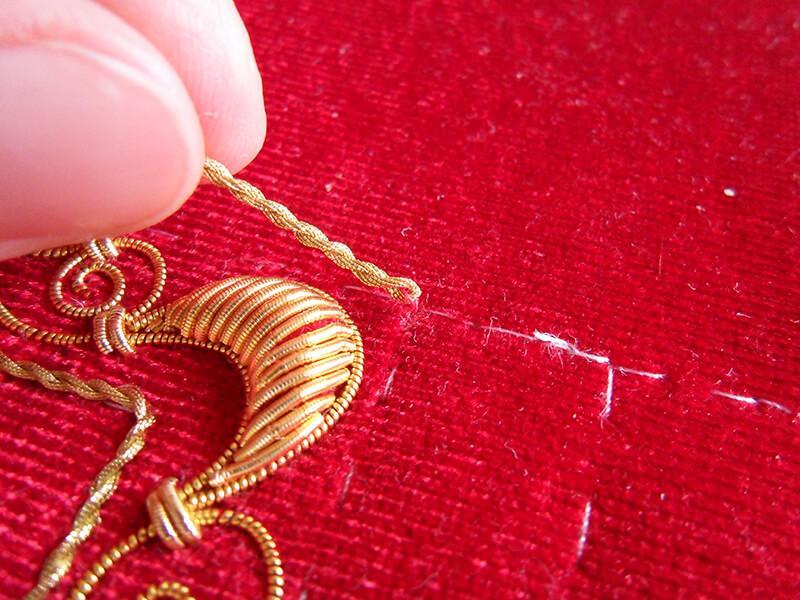 SAM 5823 - Изготовление тканевой обложки на книгу в технике золотного шитья