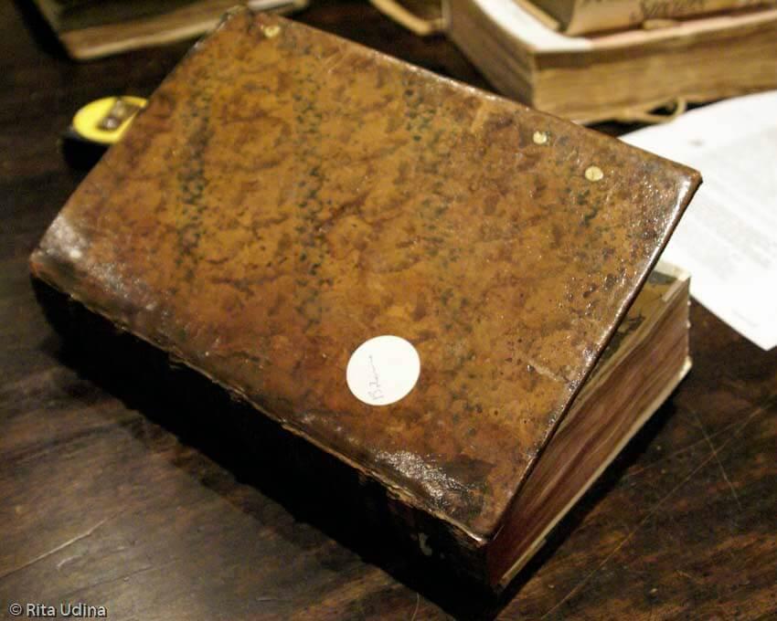 Лакированная книга